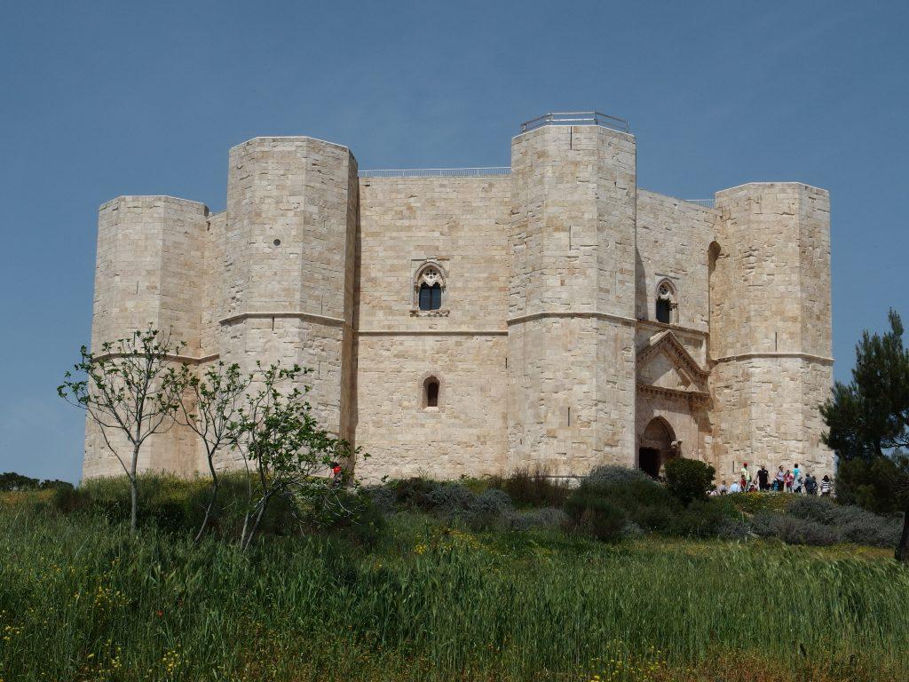 Castel del Mote in camper